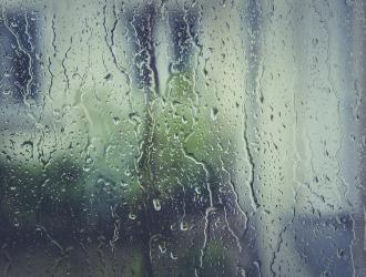 Причиной развития кандидоза может быть повышенная влажность