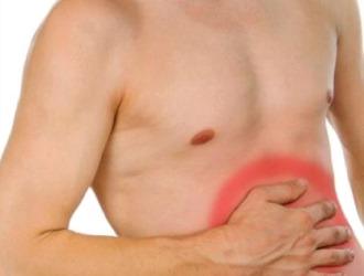 Симптомом кисты семенного канатика выступает боль в животе