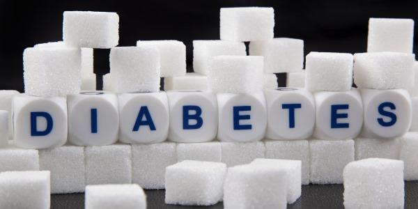 Причинами трещин может стать диабет