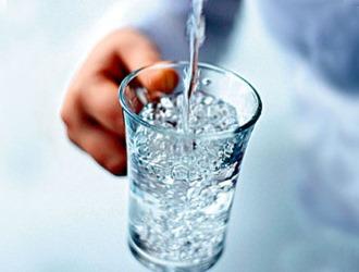 При лечении тыквенными семечками нужно пить большое количество воды